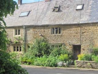 300 year old period cottage in Englands favorite v - Bledington vacation rentals