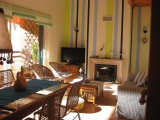 CHARMING BEACH APARTMENT IN GOLF RESORT AT 30 MINUTES FROM LISBON - Charneca da Caparica vacation rentals