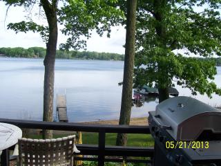 Lake front cottage on scenic Hudson Lake - Indiana vacation rentals
