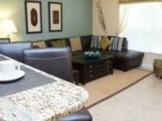 Living room - Sweet 4 bedroom Town House with Splash Pool just a perfect 4.5 miles to Disney. - Orlando - rentals