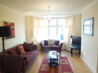 Gorgeous 3 bed house near Central London (zone 2) - London vacation rentals