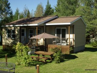 emme Chalets - Iron Chalet with hot tub, fireplace - Sainte-Lucie-des-Laurentides vacation rentals