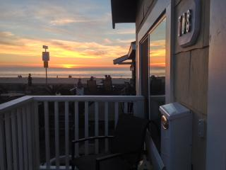 Adorable Cottage one house from the boardwalk! - Pacific Beach vacation rentals