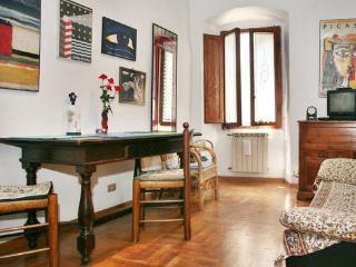 Cozy Apartment at Porta Romana in Florence - Florence vacation rentals