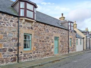 SEASPRAY, former fisherman's cottage, woodburner, modern and character features, close to beach, in Portknockie, Ref 22242 - Moray vacation rentals
