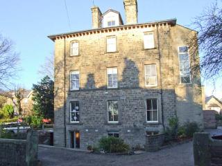 THE GARDEN FLAT, lower ground floor accommodation, enclosed patio, off road parking, two mins walk from centre of Buxton, Ref 29 - Derbyshire vacation rentals