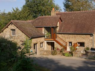 LE PERRON BED AND BREAKFAST - Mayenne vacation rentals