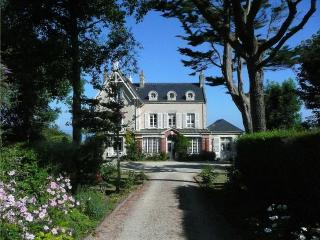 Le Haut Fossé - magnificent 19th century Normandy villa with garden and direct access to the beach - Basse-Normandie vacation rentals