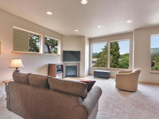 Peaceful Vista Hood River Townhouse - Mosier vacation rentals