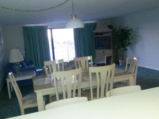 3 BR OS Condo Waves ***Book Online*** Best deal in - Ocean City vacation rentals