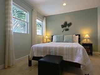 COZY BEACH RETREAT  SLEEPS 3   2 BLKS TO THE BEACH - Miami Beach vacation rentals