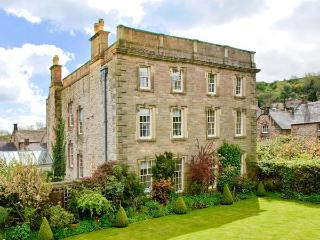 WINSTER HALL, Grade II listed, four posters, open fire, in Winster. Ref. 30946 - Derbyshire vacation rentals