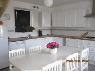 Beautiful cottage near St. Malo & Dinan (C001). - Brittany vacation rentals