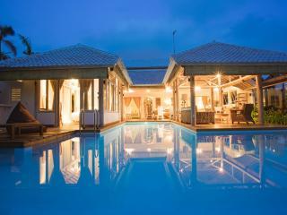New 2014 Cocowhite Villa 3br + Studio In The Heart Of Seminyak - Seminyak vacation rentals