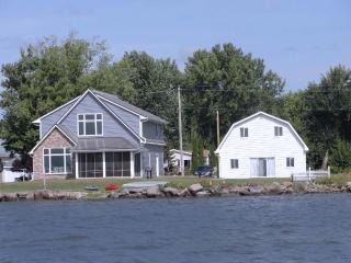Lake Poygan Rental Cottage - County Hwy H, Tustin (Fremont) WI - Poy Sippi vacation rentals