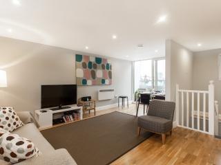 Trendy 2 Bedroom Apartment in London with Wifi - London vacation rentals