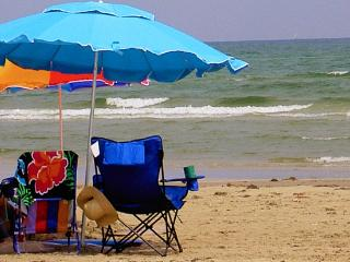 Beach Close, Sleeps 8, 25 Ft ,Pool, Pets Welcome - Port Aransas vacation rentals