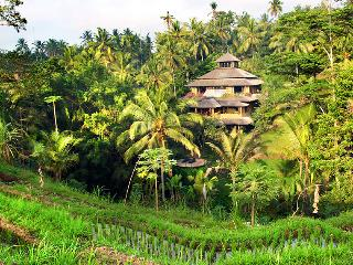 Spectacular riverside Pelangi Estate 7 Bedrooms - Lodtunduh vacation rentals