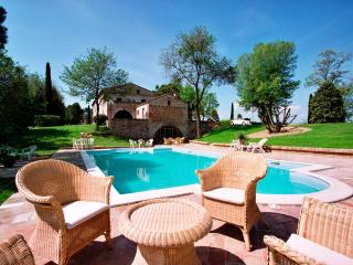 Exclusive Villa for 25p, 10 min to the sea - Urbino vacation rentals