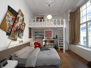 SUPER location 1 bedroom canal apartment. - Amsterdam vacation rentals