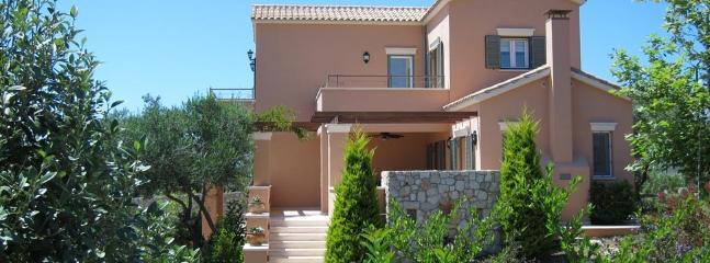 EXT. VIEW OF THE VILLA - Tennis court Luxury Villa Ai-Helis beach Kefalonia - Svoronata - rentals