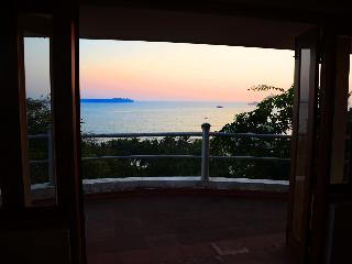 Villa Sea Breeze in Candolim - panoramic Sea View - Anjuna vacation rentals