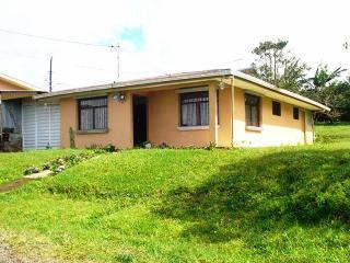 Hermosa casa disponible para la venta - Ciudad Colon vacation rentals