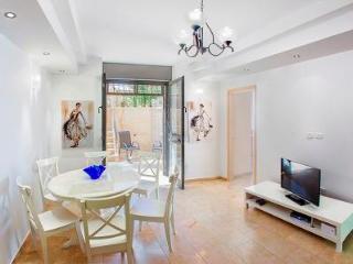 LUXURY GROUND FLOOR 2 BDR APT  WITH LOVELY GARDEN - Jerusalem vacation rentals