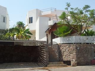 Eilat Short Rental. 7 MN WALK FROM THE BEACH. - Eilat vacation rentals