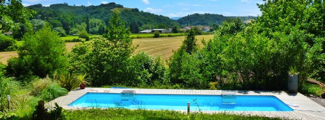 The heated pool and views of the surrounding countryside - Riverside chalet with pool near Biarritz (2) - La Bastide Clairence - rentals