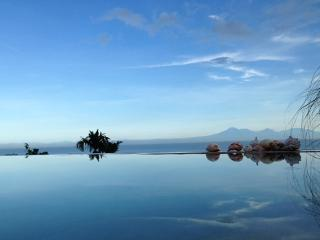 """Surf Bungalow"" uluwatu-padang - Pecatu vacation rentals"