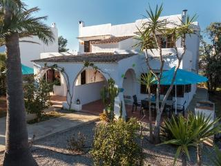 Holiday villa `Ca na Livia´ is a nice house located on a quiet spot in the center of Cala d'Or - Cala d'Or vacation rentals
