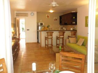 Sea & Salt - 1 bedroom and direct access to the beach by the pool - Orient Bay vacation rentals