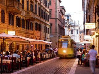 Rome Centrum: Colosseum, Trevi, Piazza Venezia - Rome vacation rentals