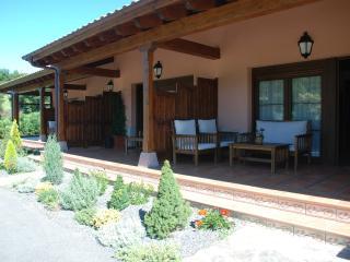 Apartamentos El Pedrayu - Cangas de Onis vacation rentals