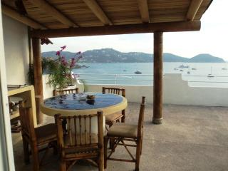 A Room with a View PH ocean front ample dinning terrace - Ixtapa/Zihuatanejo vacation rentals