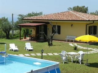 Apt Papavero in villa pool garden wifi sea view - Capo Vaticano vacation rentals