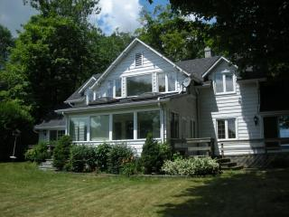 Waterfront Home/cottage on Lake Simcoe - Shanty Bay vacation rentals