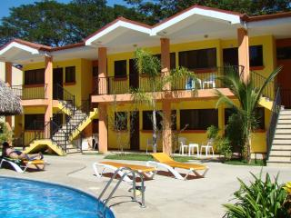 2 Bdrm 1 Bath Condo, 2 Bikes, 2 Snorkeling gear, 2 Fish poles, Air mattresses, sun bathing lounges, Pool, all included - Playas del Coco vacation rentals