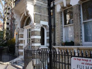 Amazing 1 Bedroom London Apartment at The Pavillion - London vacation rentals
