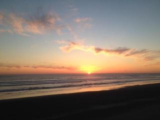 Westport-Right on the Beach -Best Priced Oceanfron - Westport vacation rentals