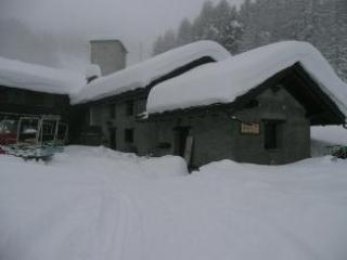 A Mt. 2200 Appartamenti In Baita A Circondata Da Piste - Saint Pierre vacation rentals