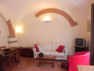 Tuscan House Rental in Florence Center Letizia Apartment - Florence vacation rentals