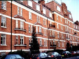 Bright, Cheerful Comfortable 2 Bed Kensington Flat - London vacation rentals