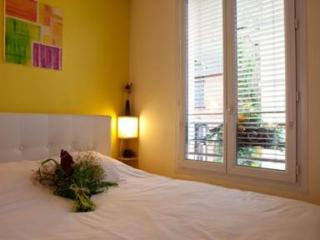 Parisien Comfort in the Heart of Montmartre - Paris vacation rentals
