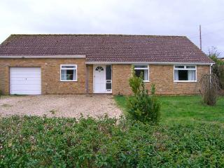 RADOVAS, detached, all ground floor, WiFi, off road parking, garden, in Martock, Ref 28578 - Martock vacation rentals