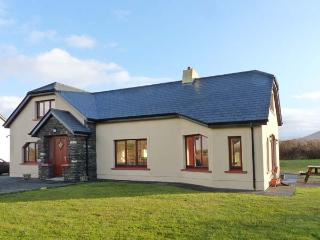 ARCHITECT HOUSE, stylish property in rural setting, open fire, garden, Ballyferriter Ref 904618 - Ballyferriter vacation rentals