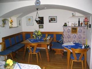 Single Room in Garmisch-Partenkirchen - affordable, great for solo travelers, breakfast in lounge (#… - Garmisch-Partenkirchen vacation rentals