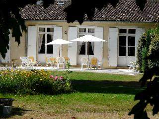 Gîte du domaine de Monsalut - Saint-Caprais-De-Bordeaux vacation rentals