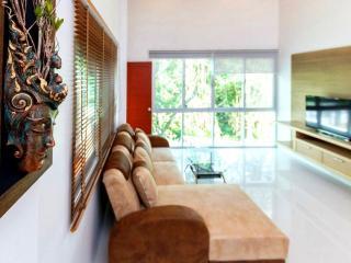 3 BR - Big luxury pool villa huge garden in Naiharn - Sao Hai vacation rentals